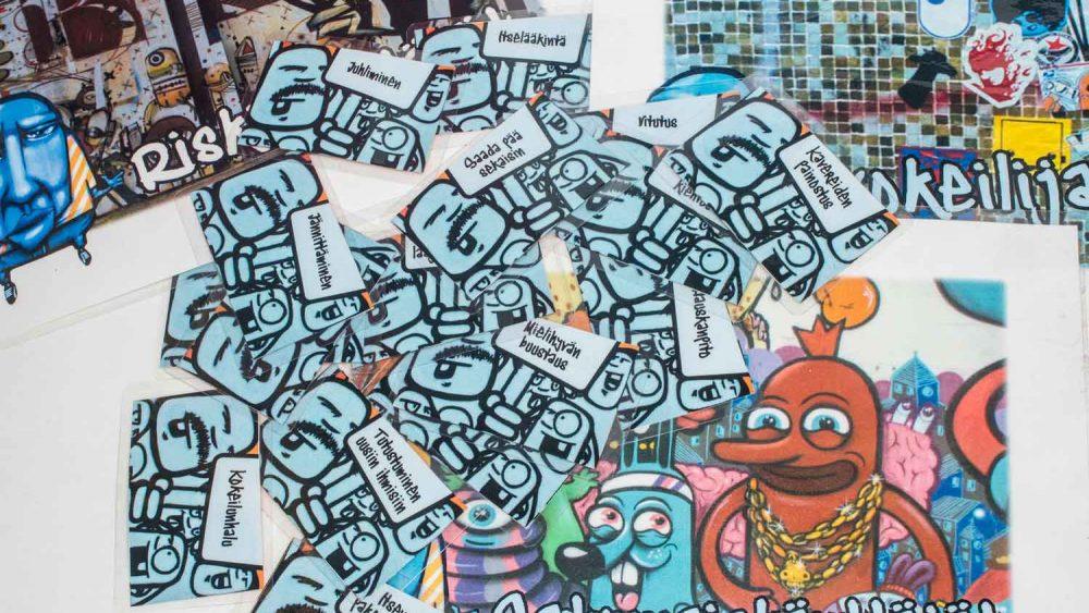 Kuvassa ränni-pelikortit