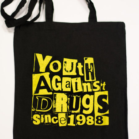 Kuva kangaskassista, jossa Youth Against Drugs Since 1988 -teksti